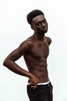 黑人男性人体艺术图片