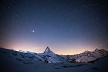 夜晚高山星空高清图片
