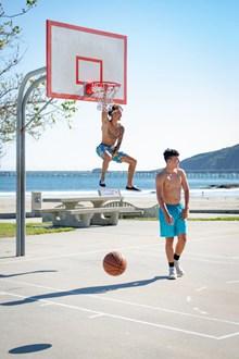 篮球场打篮球精美图片