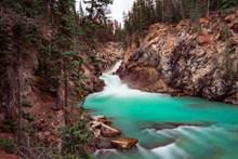 山间小溪流精美图片