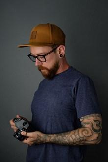 欧美纹身摄影师帅哥图片大全