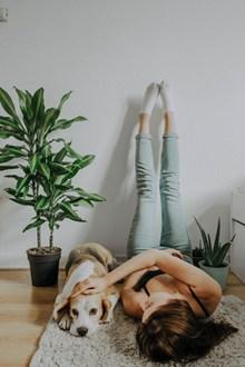 室内家居美女人体艺术摄影图片