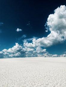 蓝天白云白色沙漠图片素材