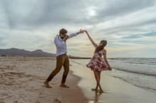 海边浪漫旅拍情侣高清图片