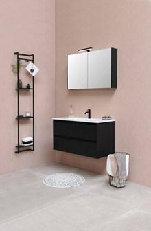 黑白格调浴室装修效果图图片