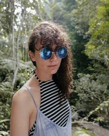 热带丛林墨镜美女图片素材
