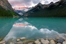 雪域高山湖泊高清图