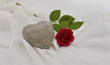 情人节爱心石玫瑰花高清图