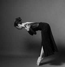 芭蕾舞90度鞠躬高清图片