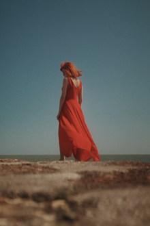 红衣性感美女人体摄影图片