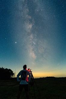 天文望远镜观察星空高清图片