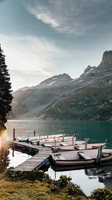 湖泊小船精美图片