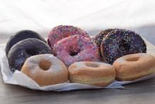 多口味甜甜圈图片