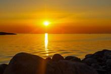 悬崖海面日落高清图