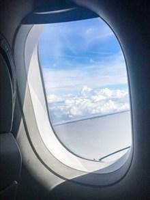飞机上的窗户外风景图片素材