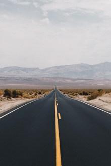旷野柏油公路图片