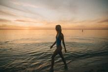海边人体艺术美女风景图片大全