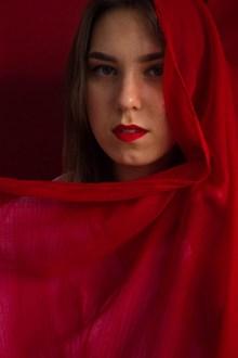 红色诱惑女郎精美图片