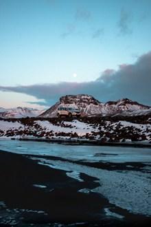 冬季汽车越野旅行图片素材