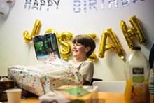 小男孩过生日图片素材