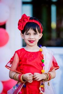红裙小女孩图片素材