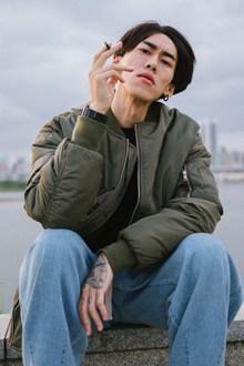 痞帅抽烟帅哥图片