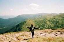 登山旅行人物背影图片大全