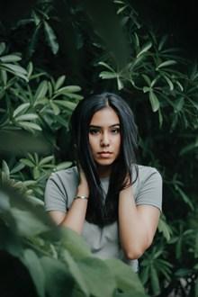 绿色丛林美女写真高清图