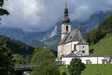 山中小型教堂图片素材