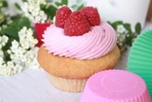 漂亮草莓杯子蛋糕精美图片