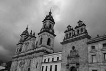 大教堂建筑黑白图片