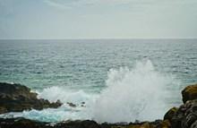 海洋海浪拍打高清图片