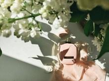 粉色品牌香水高清图