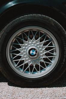 宝马汽车轮胎图片大全