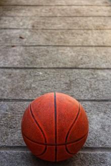 地板上的篮球高清图