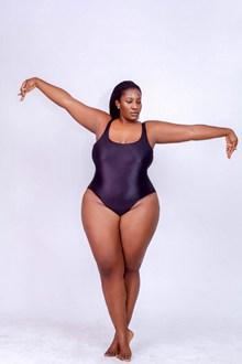 正在运动的胖女人图片