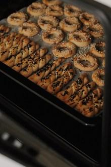 烤箱托盘上的酥皮糕点精美图片
