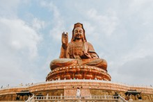 寺庙大佛雕像图片