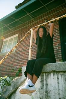现代休闲风亚洲美女图片下载