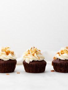 奶油巧克力裱花蛋糕图片下载