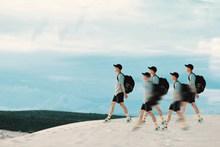 少年沙漠旅行艺术摄影图片大全