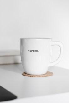 白色陶瓷咖啡杯高清图