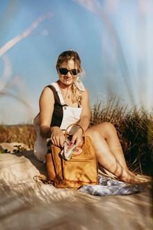 美女户外旅行图片素材