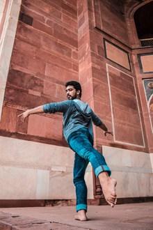 跳芭蕾舞的帅哥图片