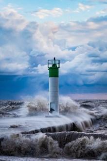 大海灯塔巨浪滔天图片下载