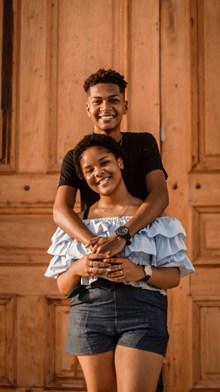 年轻黑人情侣高清图片