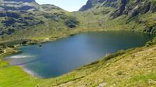 山谷湖泊景观精美图片