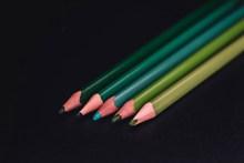 绿色彩色铅笔图片下载