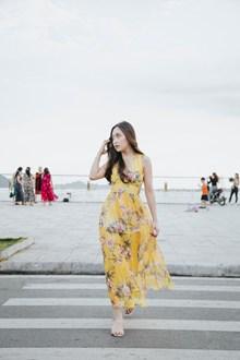 亚洲美女街拍图片素材