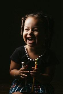 孩子天真笑容高清图